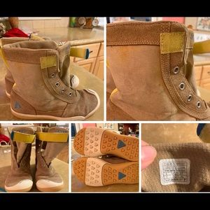 PLAE Noel Boots Size 2